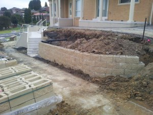 Rock Retaining walls melbourne (23)