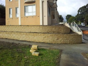 Rock Retaining walls melbourne (26)
