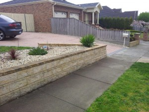 Rock Retaining walls melbourne (28)